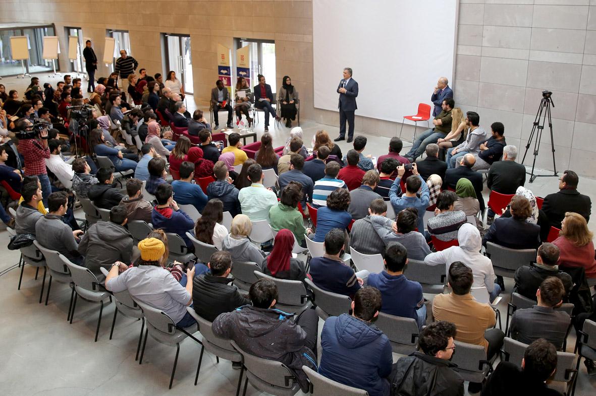 11. Cumhurbaşkanı Gül, Abdullah Gül Üniversitesi'nde Derse Katıldı...