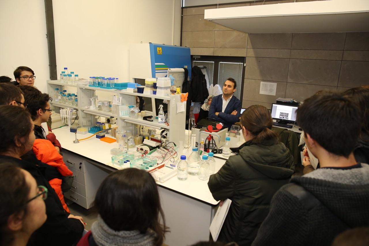 Moleküler Biyoloji ve Genetik Meraklısı Lise Öğrencilerinden AGÜ'ye Ziyaret...
