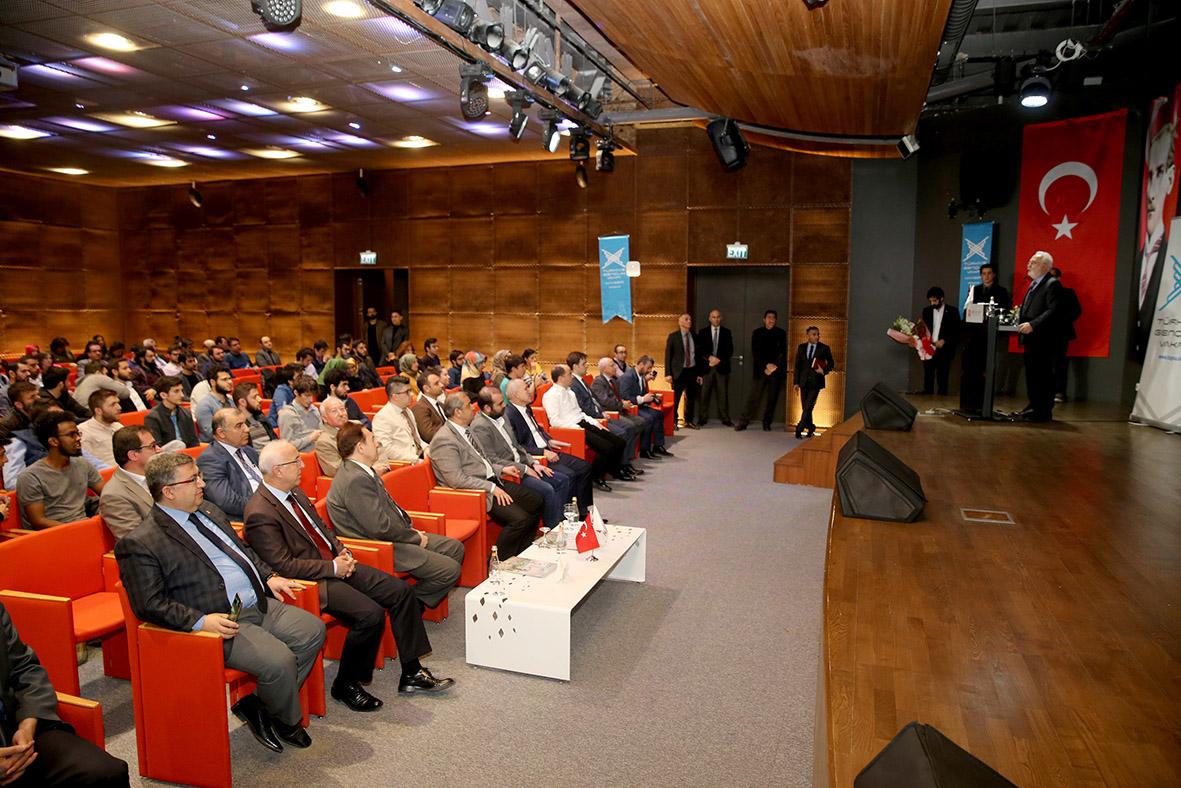 AGÜ'de Üniversite-Sanayi İşbirliği Konferansı...