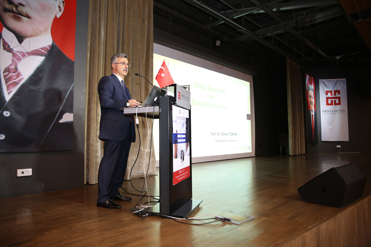 "AGÜ'de ""Dijital Ekonomi ve Rekabet Kurumu"" Konulu Konferans..."