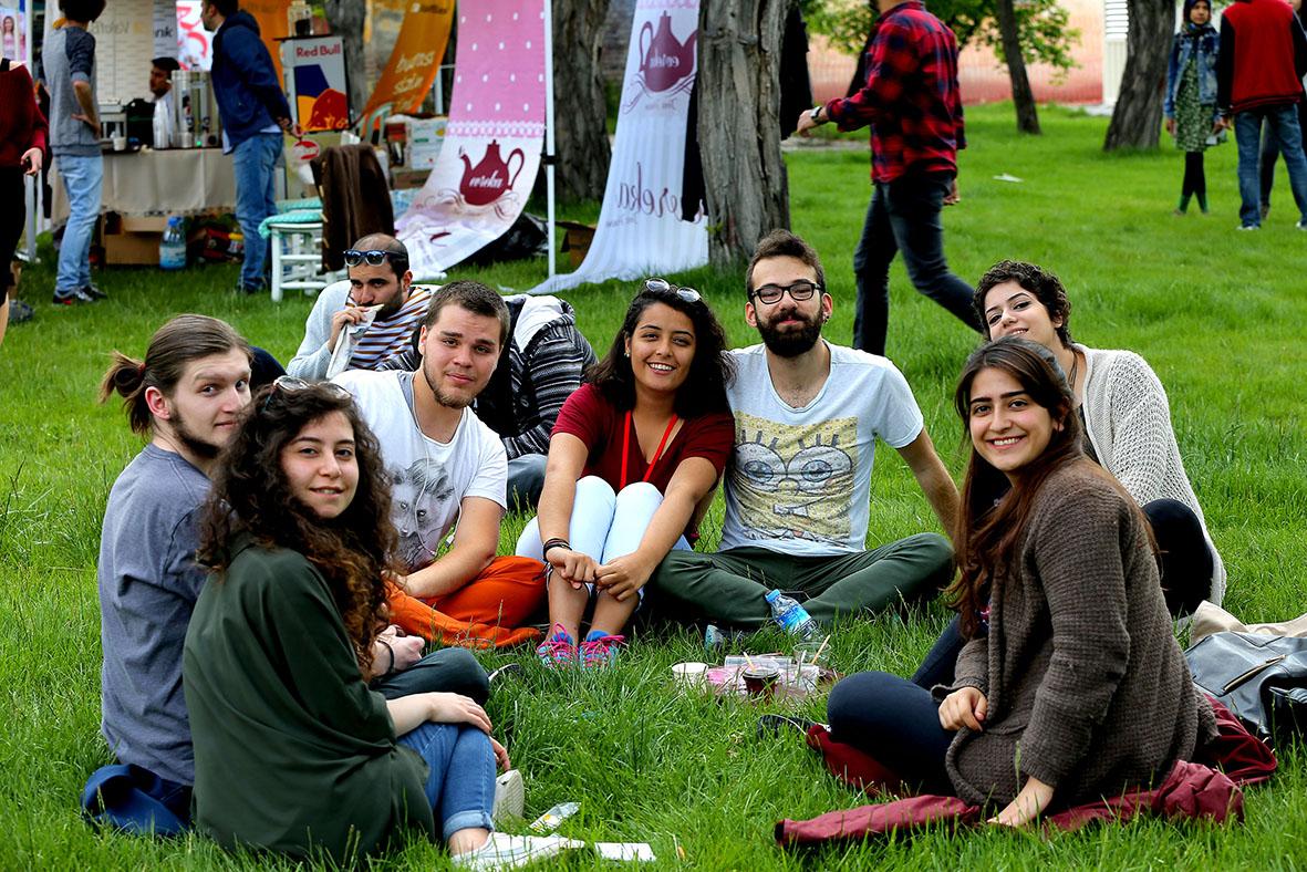Üniversite Öğrencileri AGÜ Kulüp Festivali'nde Buluştu...
