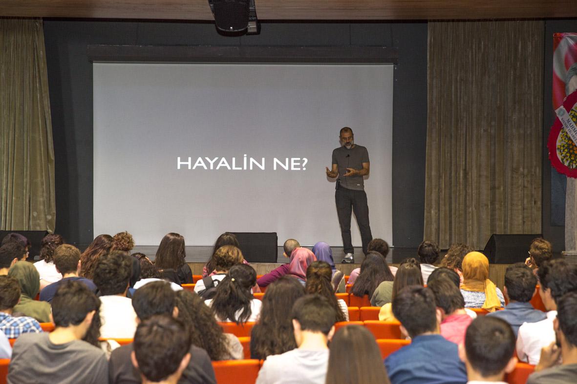 "Semih Yalman'dan Öğrencilere ""Hayal Kurma"" Dersi..."