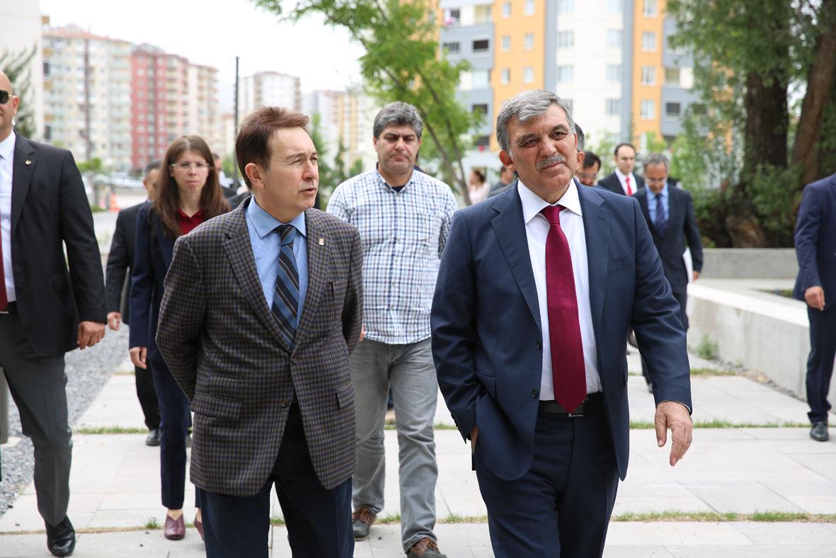 11. Cumhurbaşkanı Gül, AGÜ'yü Ziyaret Etti...