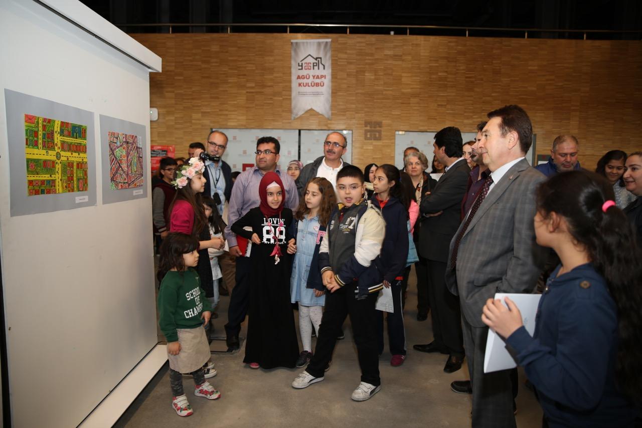 AGÜ Çocuk Üniversitesi'nden Resim Sergisi...