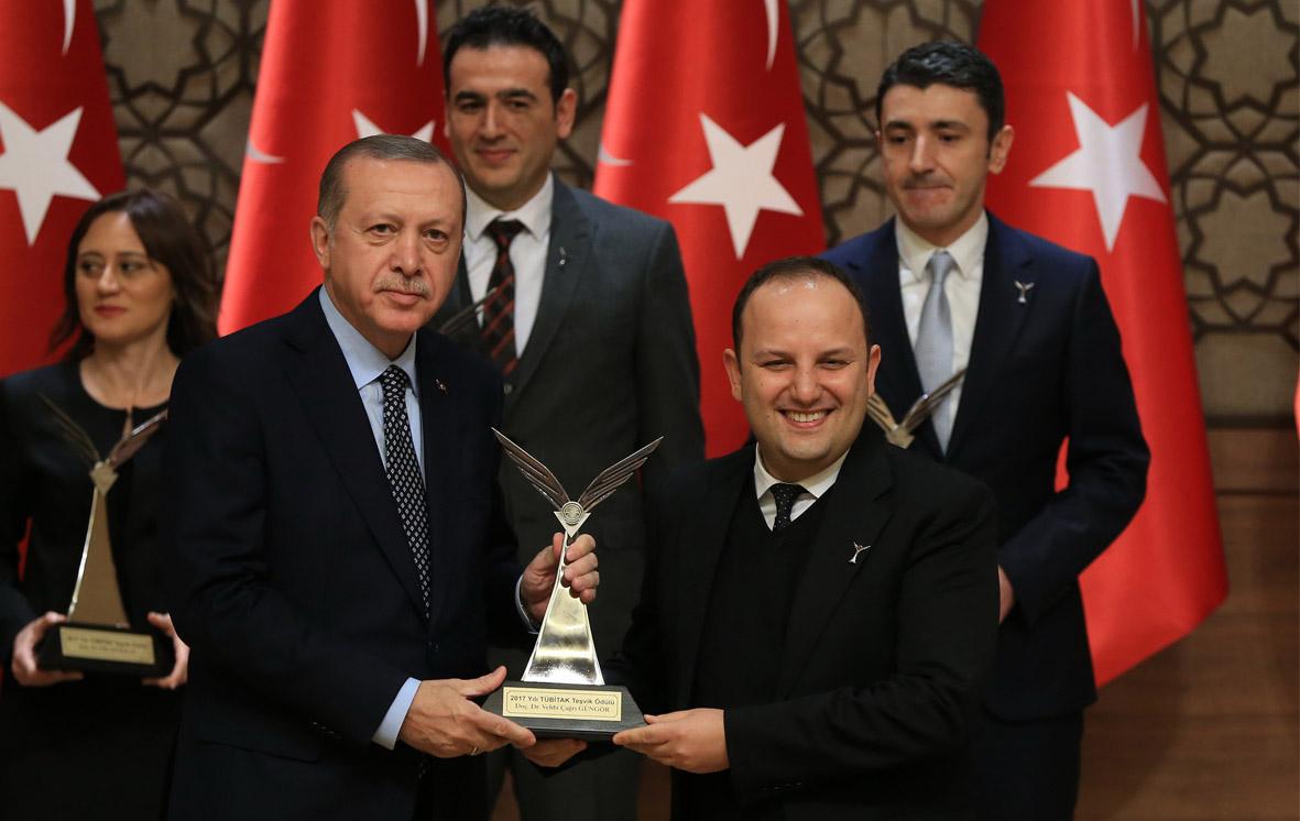 AGÜ Bilgisayar Mühendisliği Bölüm Başkanına Tübitak Ödülü