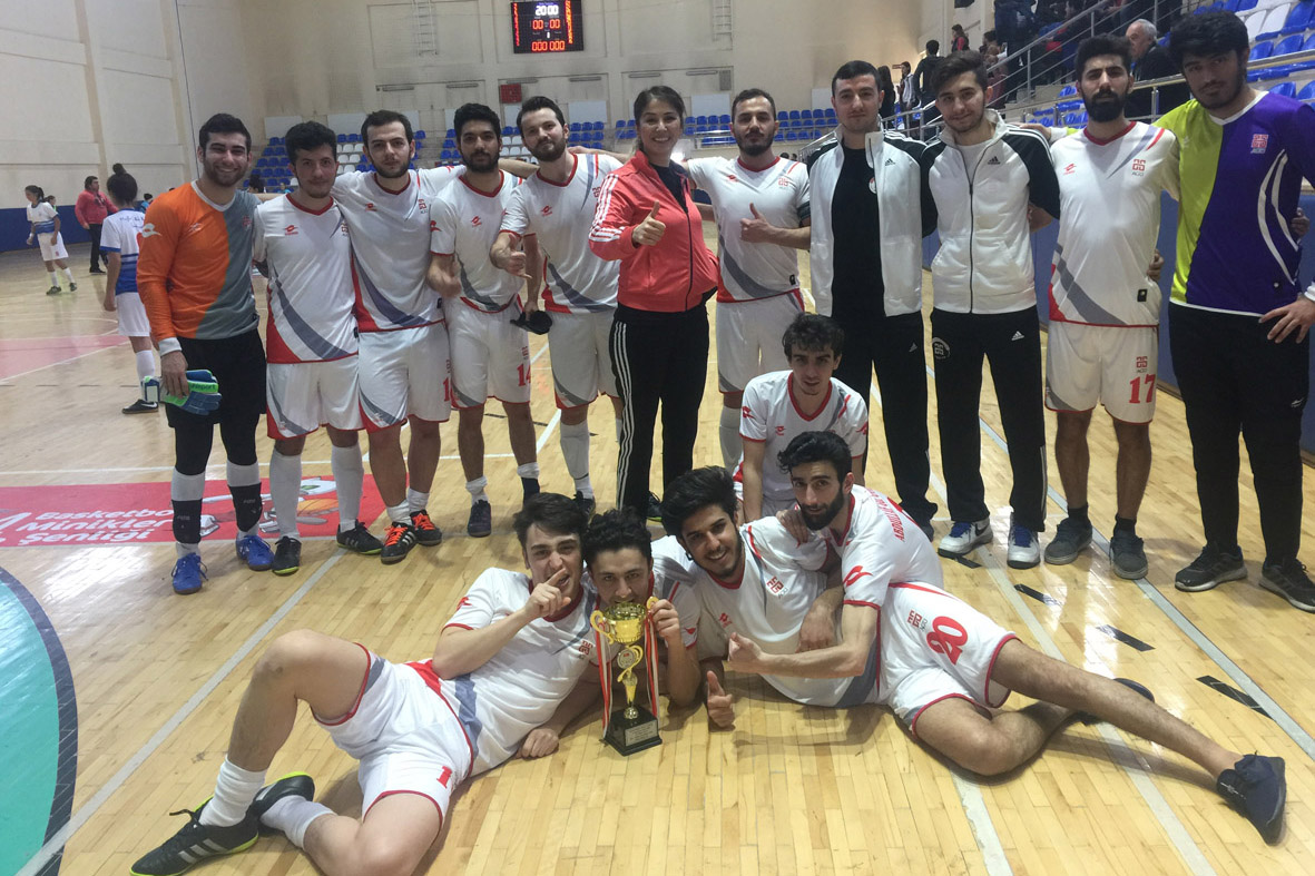 AGÜ Erkek Futsal Takımı ÜNİLİG'den Kupayla Döndü...