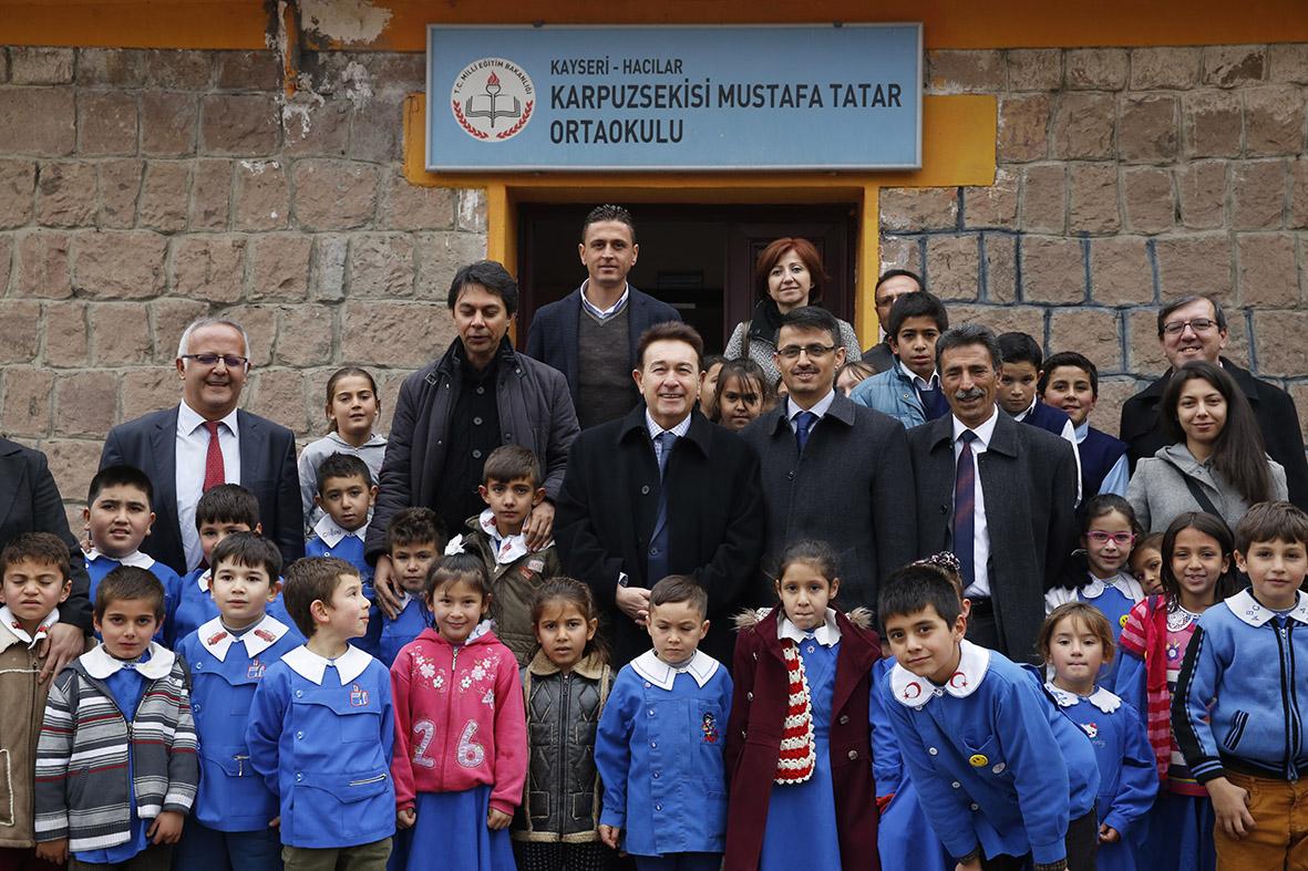 AGÜ'den Köy Okulu'na Destek...