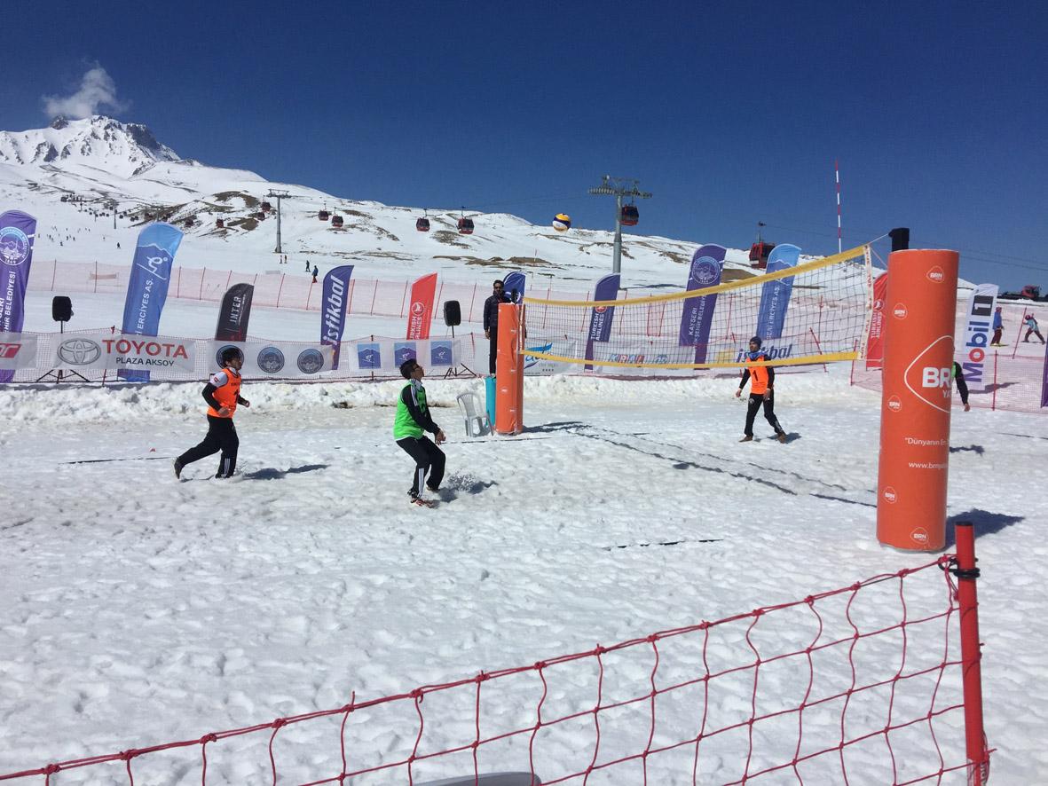 Üniversitelerarası Kar Voleybolu Kupası...