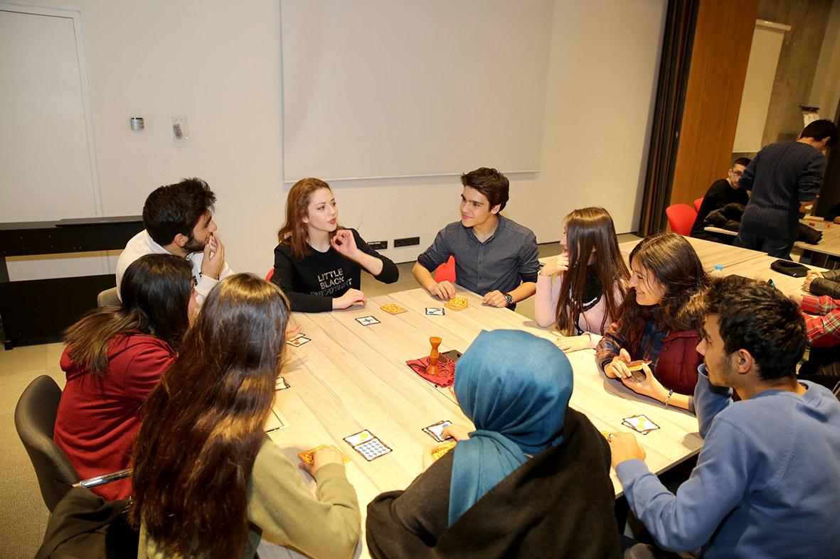 Üniversite Adayı Öğrenciler AGÜ'de Kampa Girdi