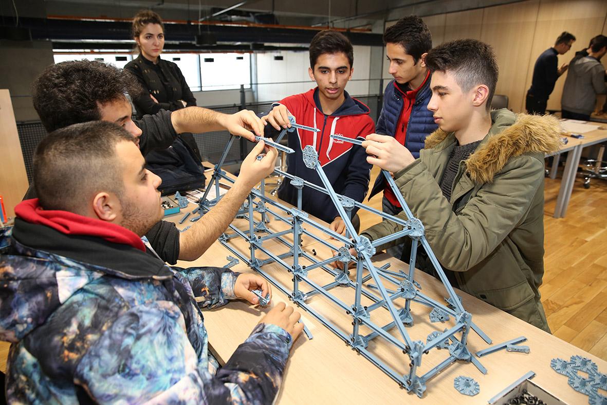 AGÜ İnşaat Mühendisliği'nden Lise Öğrencilerine Uygulamalı Eğitim...