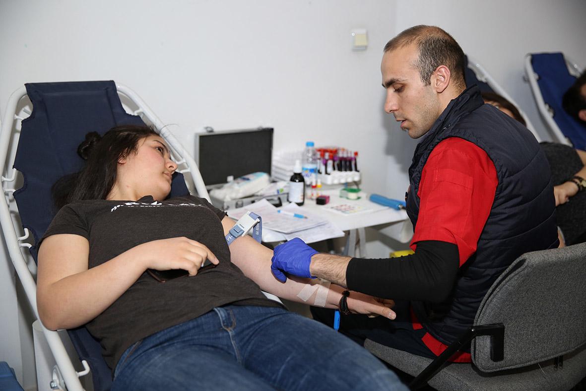 AGÜ'de Kan Bağışı Kampanyası...