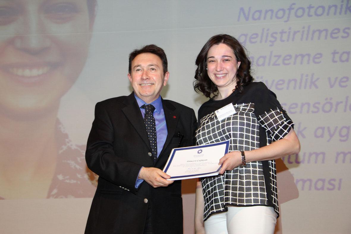 AGÜ Öğretim Üyesine Üstün Başarı Ödülü...