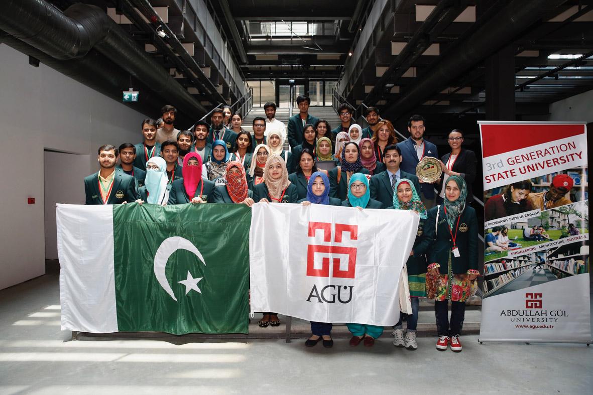 Pakistanlı Öğrencilerden AGÜ'ye Ziyaret...