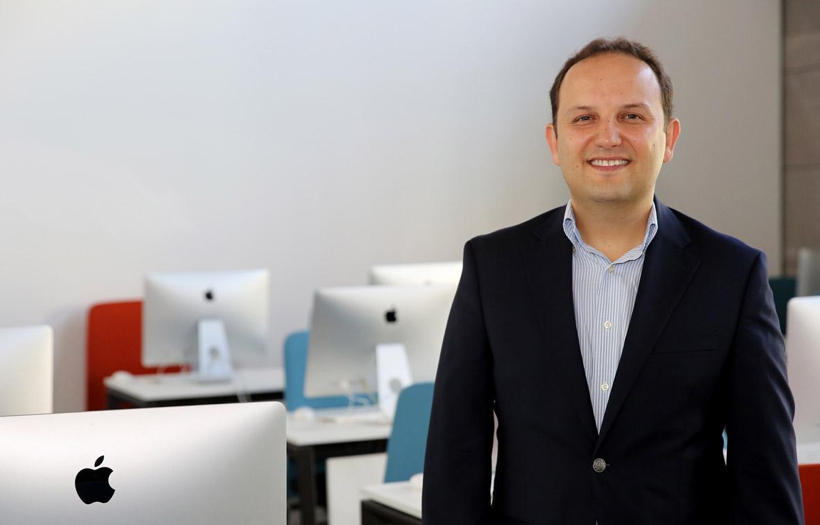 AGÜ Öğretim Üyesi Prof. Dr. Güngör'e  Araştırma Teşvik Ödülü