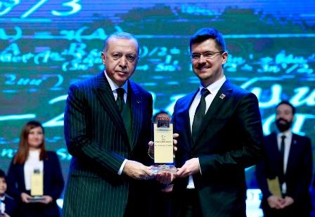 AGÜ Öğretim Üyesi Doç. Dr. Özdür'e TÜBA'dan Ödül...
