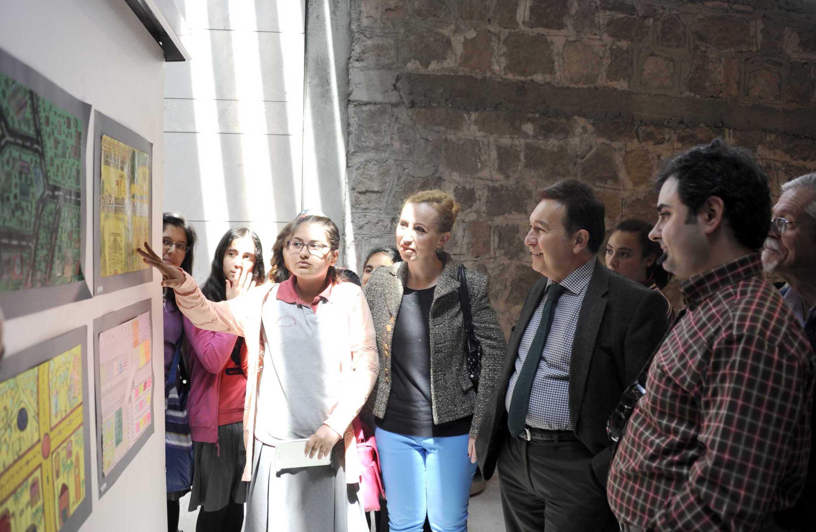 AGÜ'de Kent Projesi Resim Sergisi...