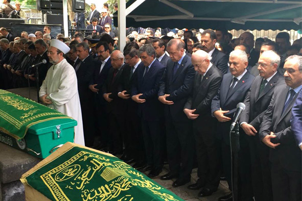 11. Cumhurbaşkanı Gül'ün Babası Son Yolculuğuna Uğurlandı...