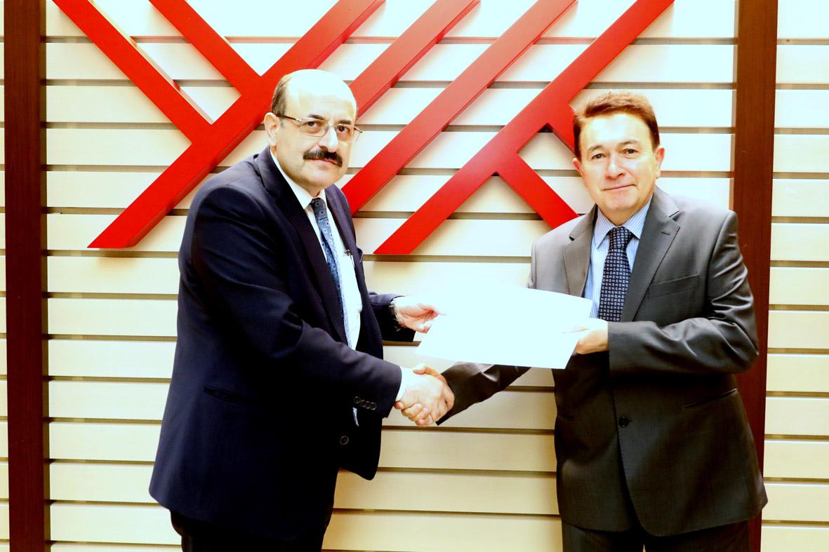 Rektör Sabuncuoğlu, Mazbatasını YÖK Başkanı Saraç'dan Aldı