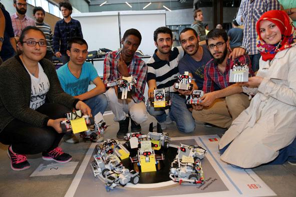 AGÜ'de Sumo Robotları Yarıştı...